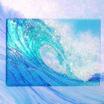 【芸術】ガラスを使って海を表現した独特の作品が展示される