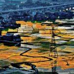【中国】七色に染まる夏の夕暮れの田んぼ