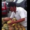 【驚愕】パイナップルの早切り実演!